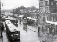 Stationsplein Haarlem 1951 met croslybussen