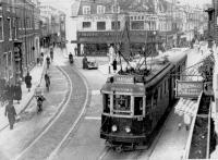 Haarlem Houtstraat met tram uit leiden naar het station 1948