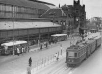 Station Haarlem met tram voor vertrek naar leiden 1948
