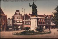Haarlem Grotemarkt met standbeeld Laurens Coster